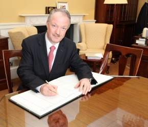 Signing the Roll of Members, Dáil Éireann, 2016